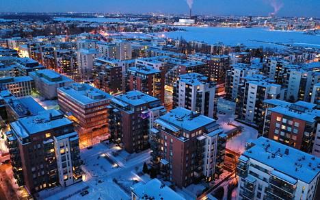 Helsingin asuntojen hinnat nousivat viime vuonna tuntuvasti koronapandemiasta huolimatta. Kuva Helsingin Lauttasaaresta 17. helmikuuta 2021, taustalla Ruoholahti.