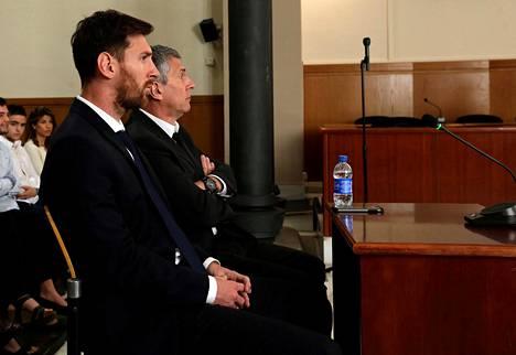 Lionel Messi oli isänsä Jorge Horacio Messin kanssa oikeudessa kesäkuun alussa.