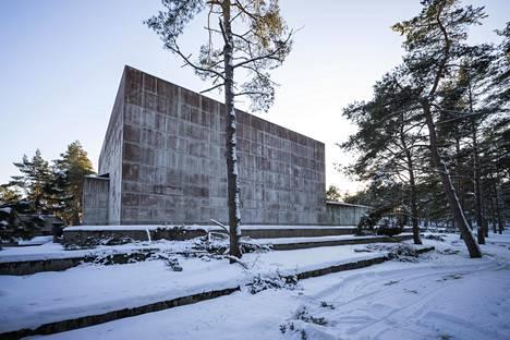 Pekka Pitkäsen suunnittelema Pyhän Ristin kappeli kuuluu suomalaisen betoniarkkitehtuurin merkkiteoksiin. Sitä tullaan katsomaan Turkuun kauempaakin. Nyt tehty kirja on julkaistu myös englanninkielisenä.