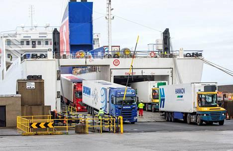 Stena Line -yhtiön lautta toi rekkoja Kaakkois-Irlannin Rosslaren satamaan tammikuun lopussa. Lauttayhtiöt ovat lisänneet vuoroja Irlannista Manner-Eurooppaan. Näin viejät ja tuojat välttävät brexit-byrokratian, kun rekkojen ei tarvitse ajaa Britannian kautta.