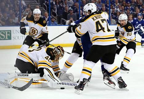 Tuukka Rask torjui 34 laukausta, kun Boston Bruinsin kukisti Tampa Bayn NHL:n pudotuspeleissä.