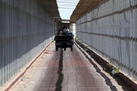 Palestiinalaiset kristityt matkasivat joulujuhliin rikšakyydillä israelilaisen raja-aseman läpi Gazan kaistaleelta kohti Länsirannalla sijaitsevaa Betlehemiä jouluaattona.