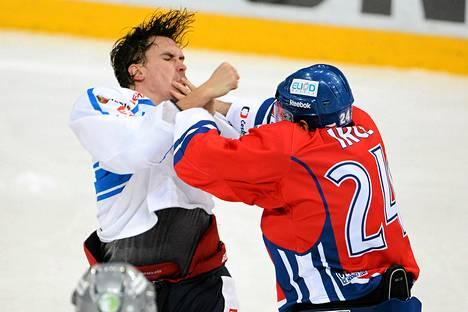 Sami Lepistö haastoi Zbynek Irglin tappeluun Karjala-turnauksen ottelussa.