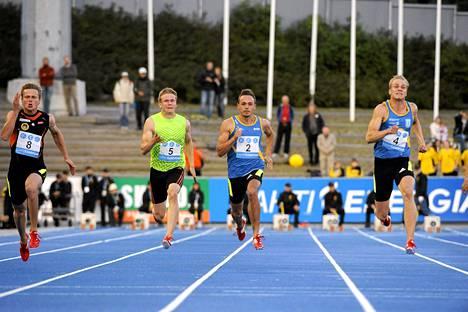 Miesten 100 m:n pikamatkalla Visa Hongisto (vas.), Ville Myllymäki, Jonathan Åstrand ja Eero Haapala Kalevan kisoissa
