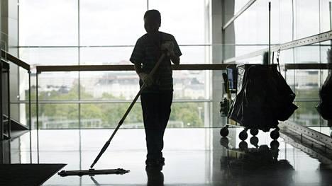 Jopa siivoojilta vaaditaan nykyään salassapitosopimuksia.