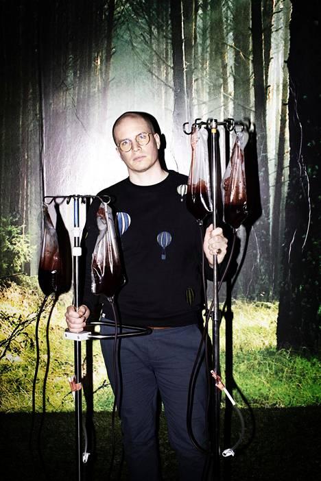 Akse Pettersson tunnetaan erityisesti Q-teatterille ohjaamistaan näytelmistä Kaspar Hauser ja Arki ja kauhu.