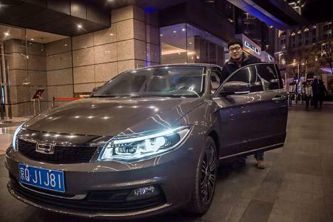 Kiinalaisautoilija Feng Shuang maksoi Qorosista noin 25 000 euroa.