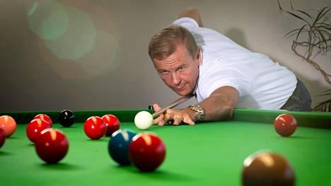 Aki Kauppisella on snookerpöytä kotonaan.
