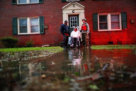 Pyrätuolin ja hengityskoneen varassa oleva asukas evakuoitiin pohjoiscarolinalaisessa New Bernissa perjantaina.