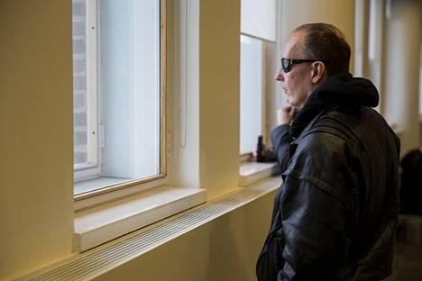 Sarjakuristajana tunnettu Michael Penttilä Helsingin hovioikeudessa maaliskuussa 2018.