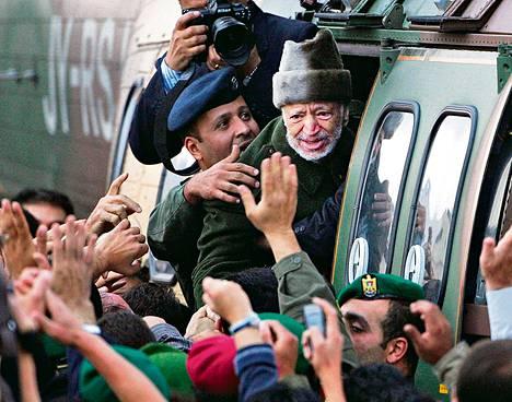 Palestiinan vapautusjärjestön johtaja Jasser Arafat lähti Ramallahin toimistoltaan hoitoon Pariisiin 29. lokakuuta 2004. Hän kuoli Pariisissa 11. marraskuuta 2004.