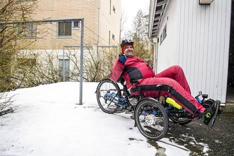 Himopyöräilijä Matti Takala aikoo pyöräillä kesän aikana 1000 kilometriä.