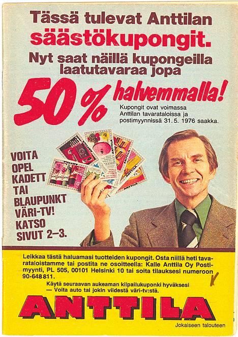Anttilan perustaja Kalle Anttila mainosti vuonna 1976 säästökuponkeja.