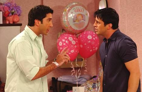 David Schwimmer (Ross), Matt LeBlanc (Joey) näyttelivät Frendit-televisiosarjassa.