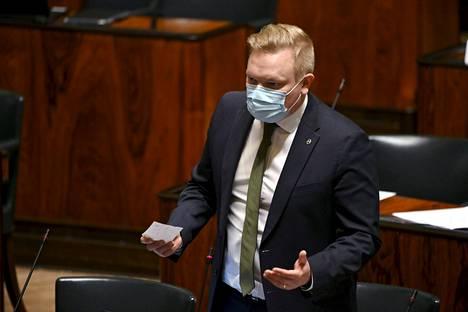 Keskustan eduskuntaryhmän puheenjohtaja Antti Kurvinen eduskunnan täysistunnossa Helsingissä 23. helmikuuta 2021.
