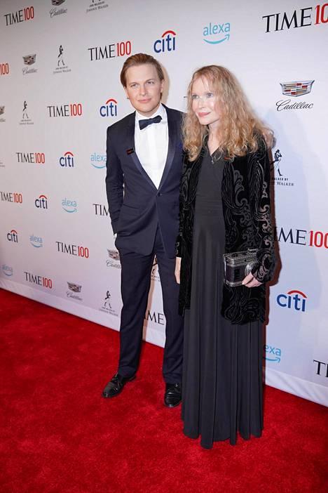 Ronan Farrow osallistui äitinsä, näyttelijä Mia Farrow'n kanssa huhtikuussa 2019 Time 100 -gaalaan New Yorkissa.