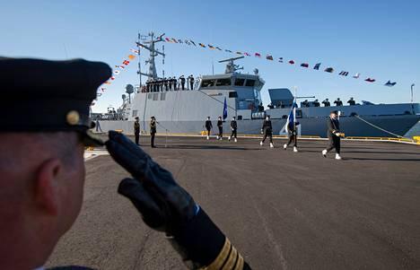 Miinantorjunta-alus Purunpää luovutettiin perjantaina Pansiossa.
