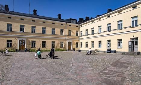 Helsingin kaupunki on parin viime vuoden aikana kunnostanut Lapinlahden sairaalan julkisivuja ja piha-aluetta. Muun muassa etupihan alkuperäiset mukulakivet kaivettiin esiin asvaltin alta.