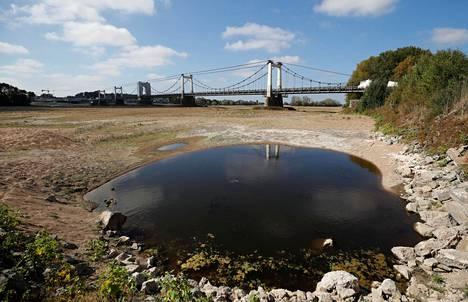 Loirejoen pohja oli syyskuussa näkyvissä Montjean-sur-Loiressa Ranskassa helteiden ja kuivuuden seurauksena.