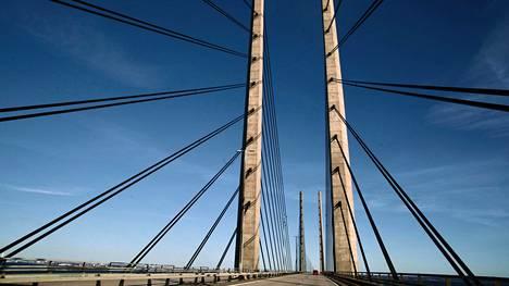 Lähes kahdeksan kilometriä pitkä Juutinrauman silta johtaa Ruotsin Malmöstä Tanskan Kööpenhaminaan.