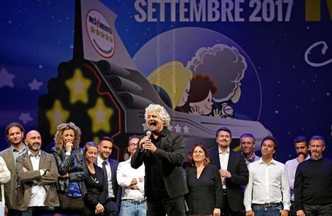 Beppe Grillo puhetilaisuudessaan Riminillä syyskuussa.