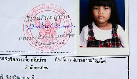 Dokumentaristi Anna Korhonen adoptoi tyttärensä Thaimaasta, kun tämä oli viisivuotias.