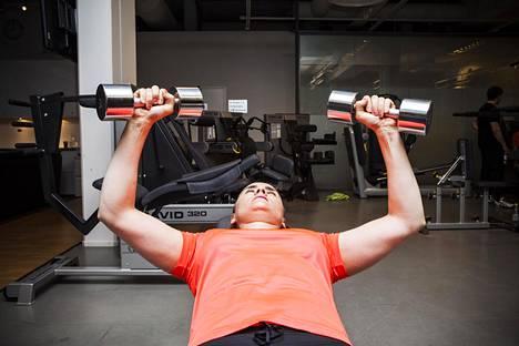 Jos harjoitteluun tulee tauko, ei hätää. Lihas muistaa aiemman treenin ja kehittyy tauon jälkeen melko pian ennalleen. Sen voi huomata kuntoilijakin.