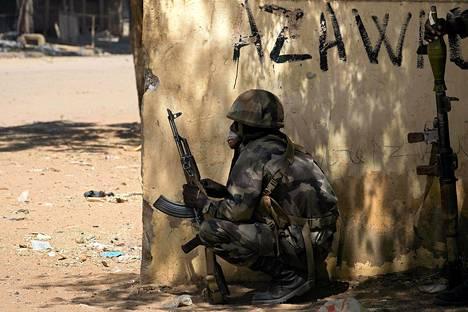 Perjantaina Malin taisteluissa kuoli lähes 70 kapinallista ja kymmenen Tšadin sotilasta.