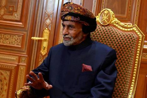Omanin sulttaani Qaboos bin Said al-Said kuvattuna kuninkaallisessa palatsissa Masqatissa tammikuussa.