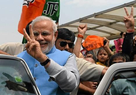 Intian tuleva pääministeri Narendra Modi juhlisti vaalivoittoaan Delhissä lauantaina.