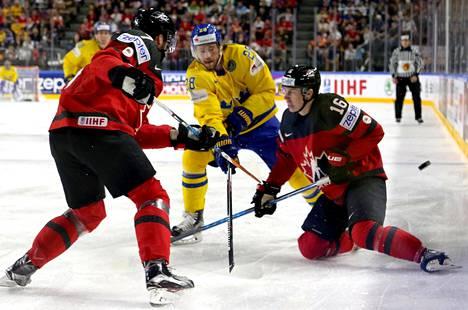 Viime kevään MM-finaalissa pelasivat Ruotsi ja Kanada. Sakari Suominen oli Ruotsin kultajuhliin päättyneen ottelun toinen linjatuomari.