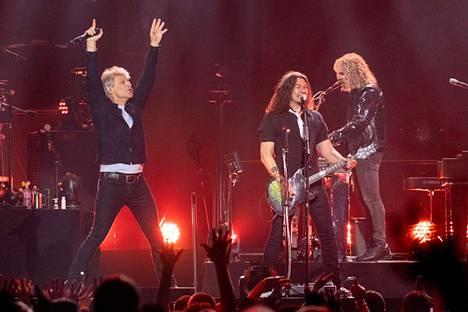 Bon Jovi esiintymässä This House is Not For Sale -kiertueellaan Milwaukeessa Yhdysvalloissa viime huhtikuussa.