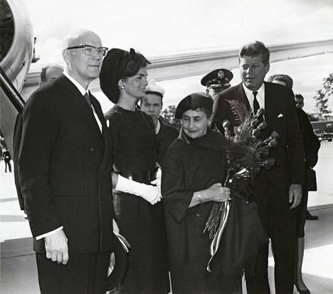 Presidentti Urho Kekkosen kävi vierailulla Yhdysvalloissa vuonna 1961. Kuvassa Kekkosen vieressä Jacqueline Kennedy, Sylvi Kekkonen ja John Kennedy.