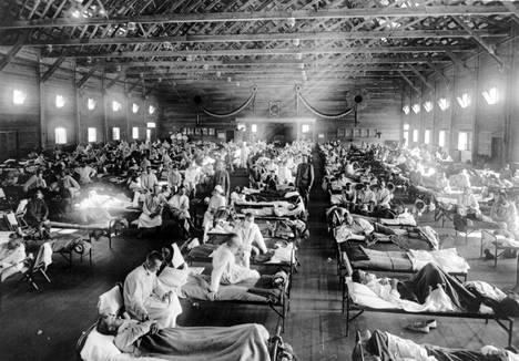 Espanjantautina tunnettu influenssa tappoi kymmeniä miljoonia ihmisiä 1918–1920. Kuvassa sairastuneita yhdysvaltalaisia sotilaita Kansasissa väliaikaisessa sairaalassa.