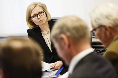 Ylijohtaja Terhi Järvikare valtiovarainministeriöstä esitteli yritysverotuksen asiantuntijatyöryhmän selvityksen tiedotustilaisuudessa 9. helmikuuta 2017.