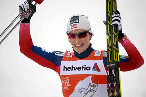 Marit Björgen johtaa Tour de Skitä ylivoimaisesti.