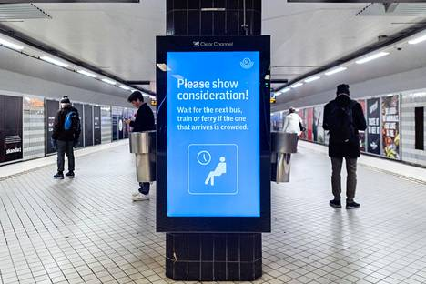 Tukholman metrossa matkustajia kehotettiin välttämään ruuhkaisissa liikennevälineissä matkustamista 19. marraskuuta.