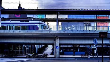 Martinlaakson radan eli nykyisen Vantaankosken radan rakennusvaiheessa varauduttiin siihen, että radalla saattaisi ajaa joskus junan sijaan metro.