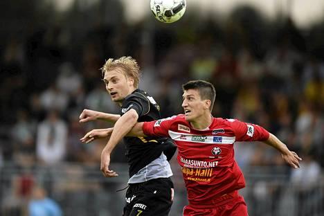Tim Väyrynen ja Mathias Kullström pelastivat sunnuntaina Veikkausliigan ottelussa, jossa kohtasivat Honka ja Jaro.