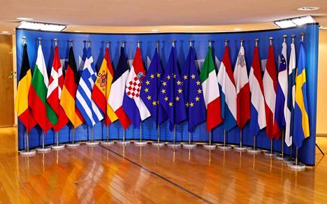 Euroopan unionin ja EU-maiden lippuja Euroopan komission päämajassa Brysselissä.