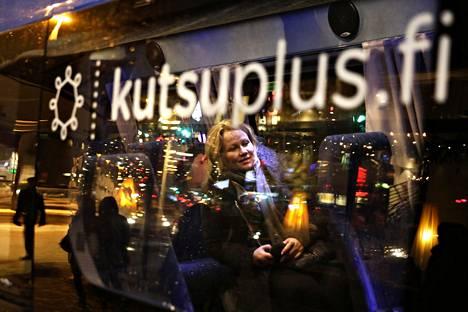 Kutsuplus kuljettaa vielä pikkujouluihin, mutta sen jälkeen on turvauduttava muihin kulkupeleihin.