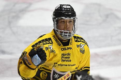 KalPan Aapeli Räsänen teki joukkueensa neljännen maalin, kun KalPa siirtyi 4-3-johtoon IFK:ta vastaan.