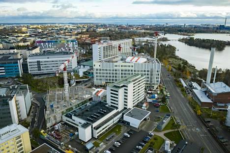 Helsingin ja Uudenmaan sairaanhoitopiirin (Hus) asemaa tulee pohtimaan erillinen työryhmä. Siltasairaalan rakennuttaminen Helsingin Meilahteen on Husin merkittävä investointi.