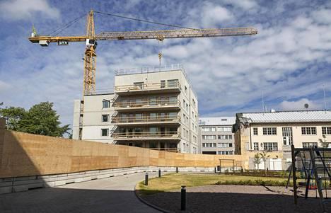 SRV on pidentänyt rakentamisaikatauluja muun muassa resurssiongelmien vuoksi. Kuvassa SRV:n rakennustyömaa Helsingin Pitäjänmäessä.