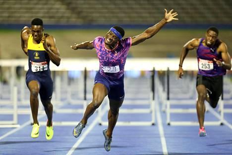 Omar McLeod juoksi Kingstonissa uuden Jamaikan ennätyksen.
