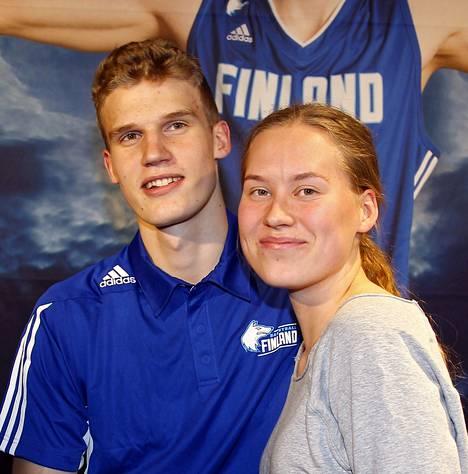 20-vuotiaat Lauri Markkanen ja Verna Aho ovat pitäneet yhtä jo kauan.