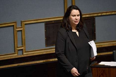 Perustuslakivaliokunnan puheenjohtaja Johanna Ojala-Niemelä.