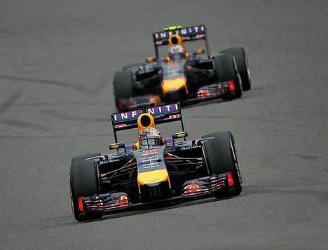 Tässä vaiheessa kisaa Sebastian Vettel ajoi vielä Daniel Ricciardon edellä.