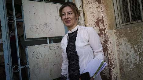 Avustustyöntekijä Doz Issa työskenteli aiemmin Isis-vaimoistaan kuululla al-Holin leirillä.