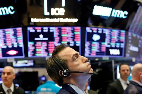 Vielä kuvanottohetkellä helmikuun lopussa osakekurssit olivat rajussa laskussa Yhdysvalloissa New Yorkin pörssissä. Nyt takana on poikkeuksellisen nopea nousu.
